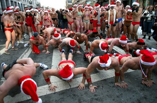 santa-speedo-run-in-boston-600x396