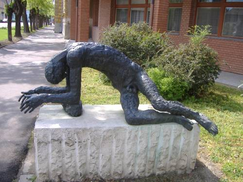 Statue_of_the_Tired_Man