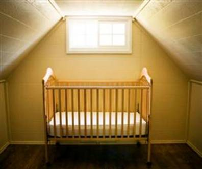 g-hlt-080903-empty-crib-10a-hmedium