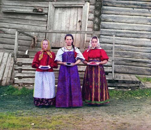 Peasant girls, 1909.