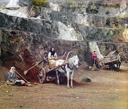 Work at the Bakalskii Mine Pit, 1910.